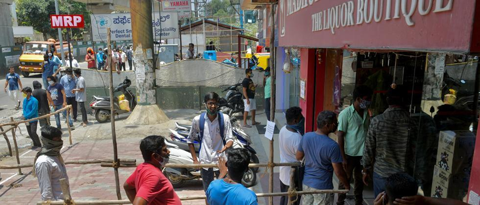 Pune: Record four lakh litre liquor sale just 24 hours before lockdown restrictions kicked in