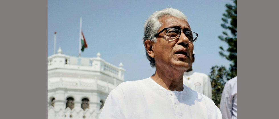 Tripura chief minister Manik Sarkar leaves the Raj Bhavan after submitting his resignation to Governor, in Agartala on Sunday. Photo-PTI