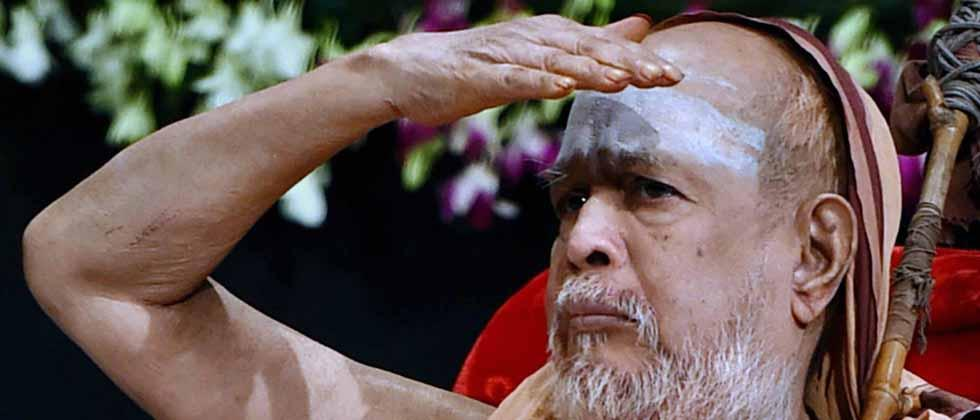 File photo of Kanchi Shankaracharya Jayendra, 82, the 69th pontiff of the Kanchi Mutt, died on Wednesday in Tamil Nadu's Kanchipuram. PTI Photo