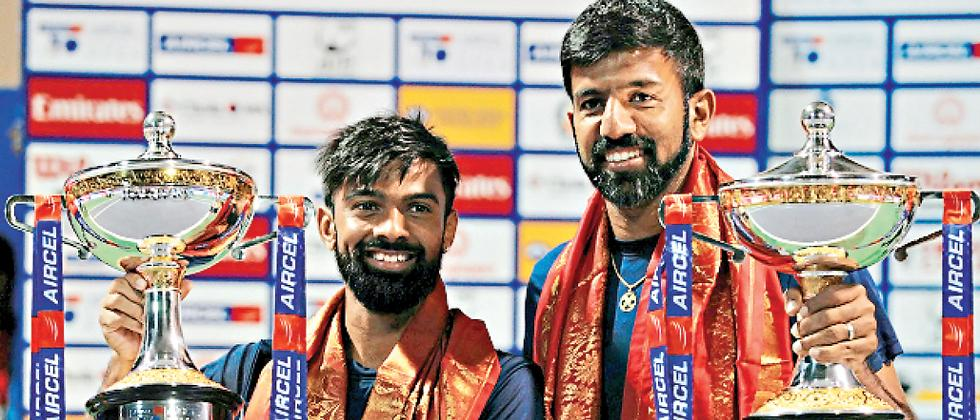 File picture of Rohan Bopanna and Jeevan Nedunchezhiyan posing with the trophy.