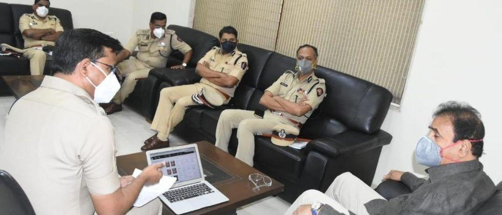 Home Minister Deshmukh inquired about COVID-19 situation in Pune, and the law and orde