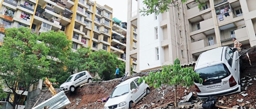 Court remands two builders in police custody till July 2