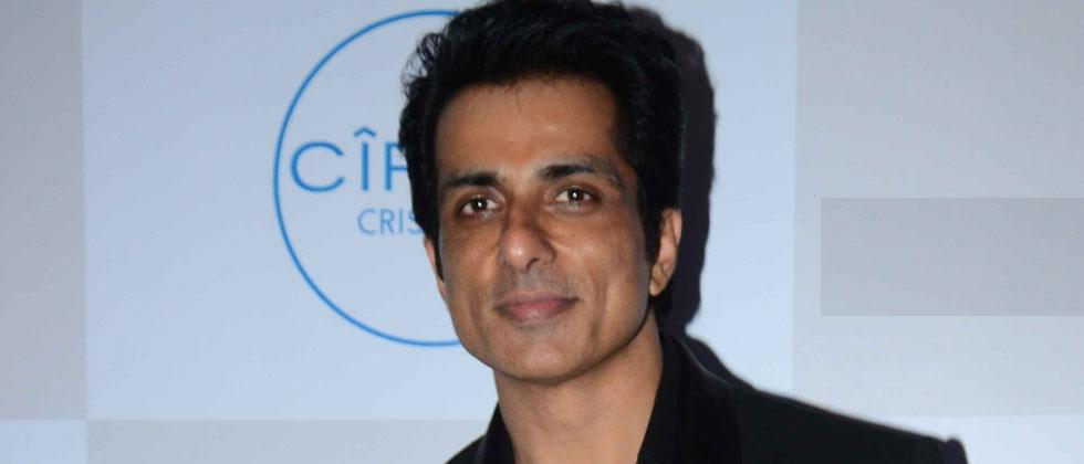 Sonu Sood stopped from meeting migrants at Bandra Station