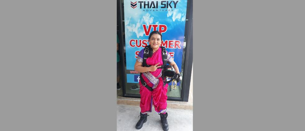 Pune girl sets new record -- skydiving in Maharashtrian sari!