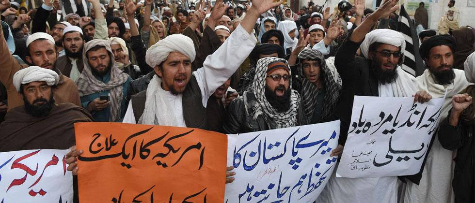 Pakistani demonstrators shout anti-US slogans at a protest in Quetta on January 4, 2018. Pakistan dismissed threats by US President Donald Trump to cut off aid as completely incomprehensible