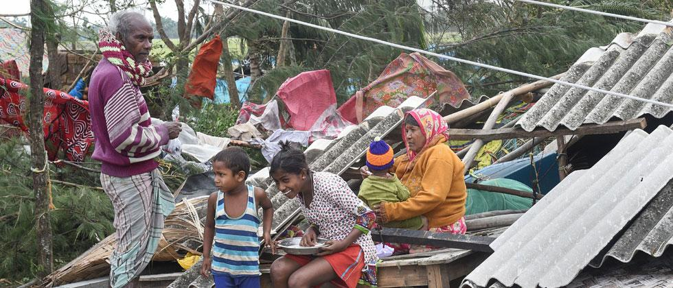 Cyclone Bulbul kills Seven, 2.73 lakh affected in  West Bengal