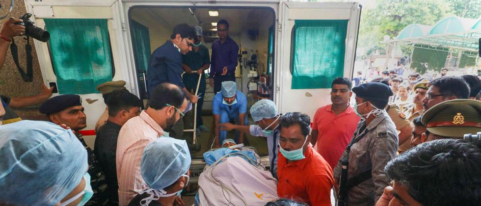 Unnao rape survivor's lawyer being shifted to an ambulance outside the KGMC Trauma Centre before being airlifted to New Delhi for further treatment, in Lucknow, on Tuesday.