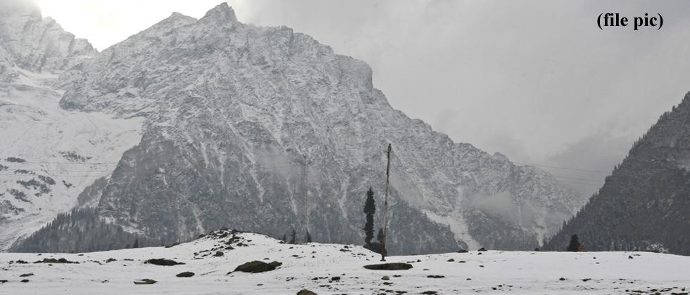 Srinagar experiences coldest Dec night in 3 decades, many water bodies in Valley freeze