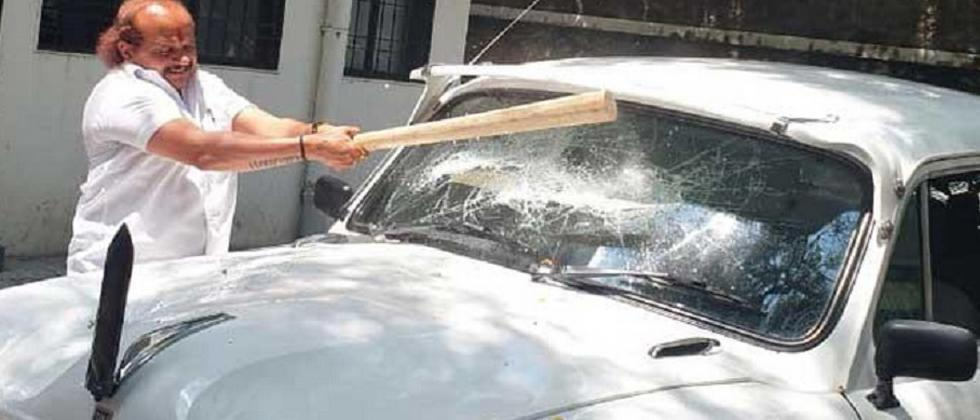 Pune: MNS Corporator destroys PMC official's car to protest inaccessibility of ambulances