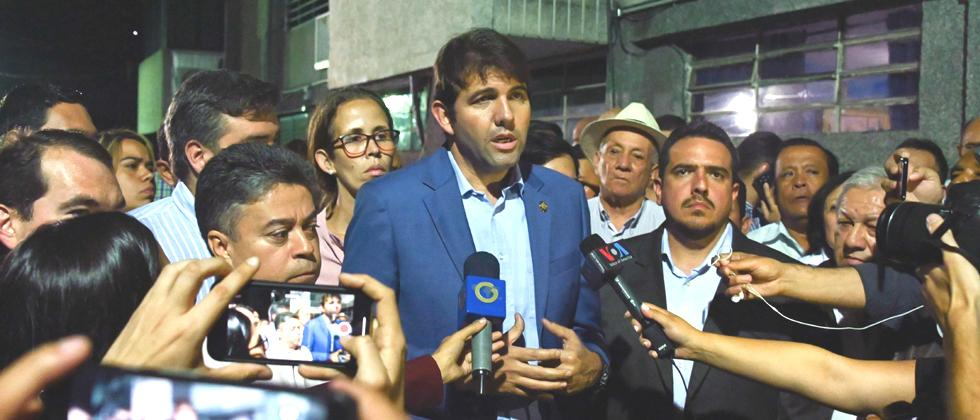 Venezuelan Deputy Carlos Prosperi (C) talks to the press after the Venezuelan Deputy and first Vice president of the National Assembly Edgar Zambrano was arrested by the Bolivarian National Intelligence Service in Caracas, on May 8, 2019. AFP Photo