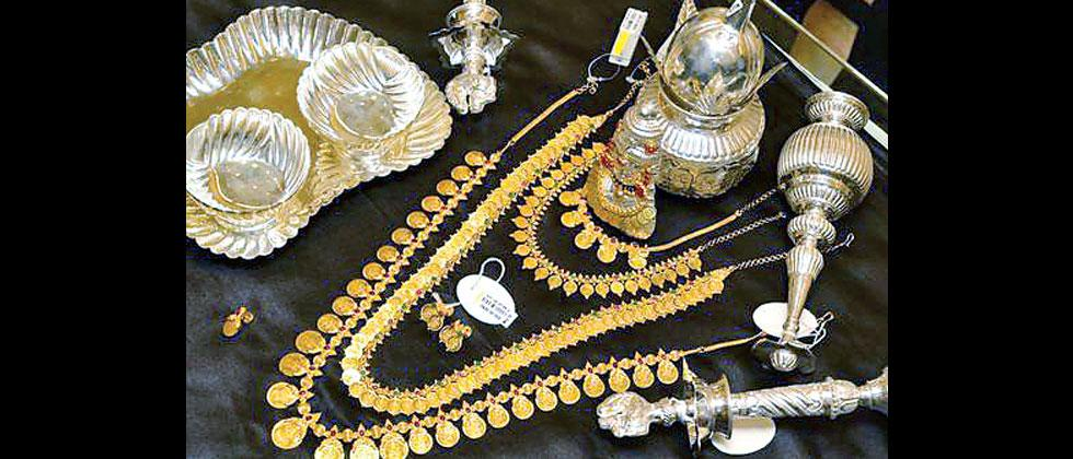 Gold falls Rs 74, silver tumbles Rs 771