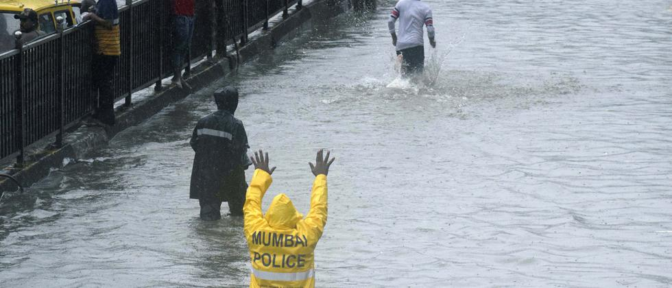 Heavy rain slows Mumbai down, local trains cancelled, flooding in low-lying areas reported