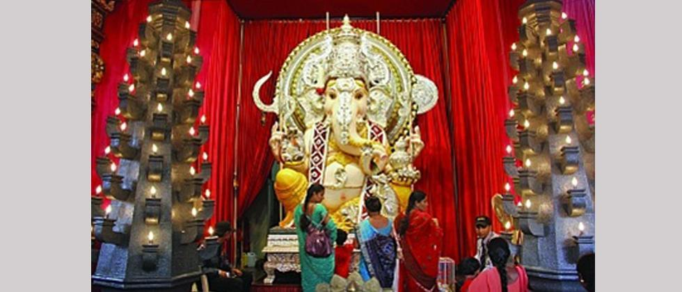 """More than 51 Ganeshotsav mandals from Peth areas as well as suburbs, have decided to come together to take part in the """"Vighnaharta Raktadan Mahayagya""""."""
