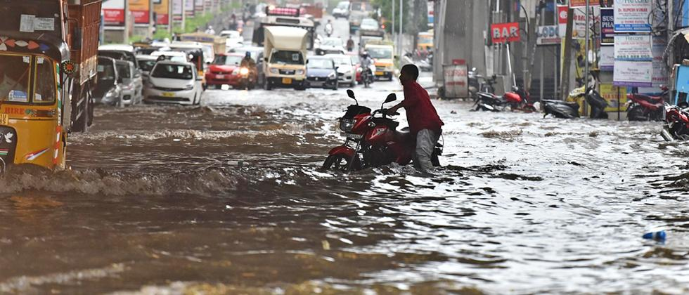 Heavy rain lashes Hyderabad and other Telangana districts
