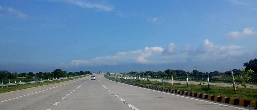 Highways development to be accelerated, 15,500 km projs on anvil;Del-Mum expressway in 3 yrs: FM