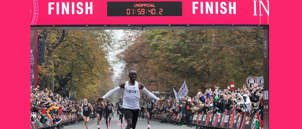 Kenya's Kipchoge starts race to bust two-hour marathon barrier