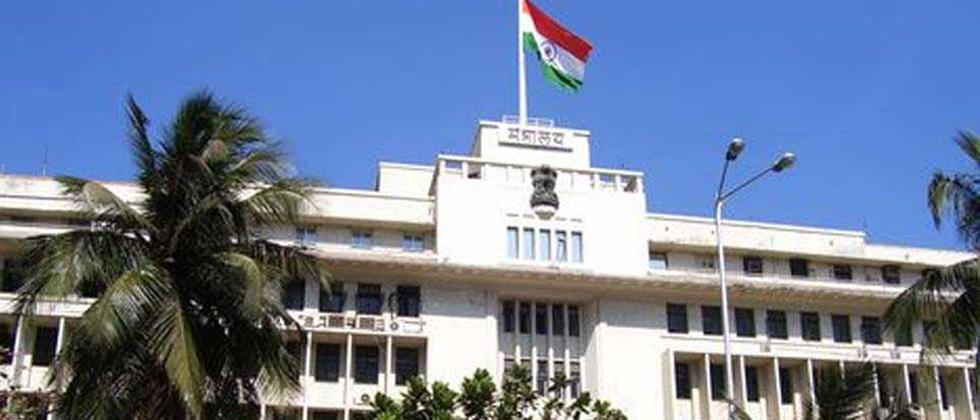 Woman attempts suicide near Mantralaya