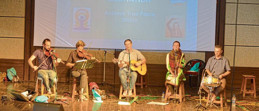 European band Vilamb performs in FC college