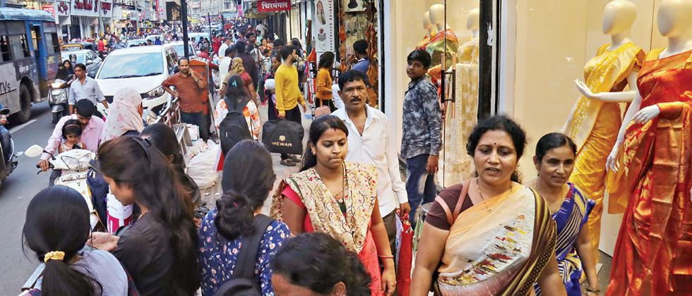 Online shopping hits traders & small retailers hard this Diwali