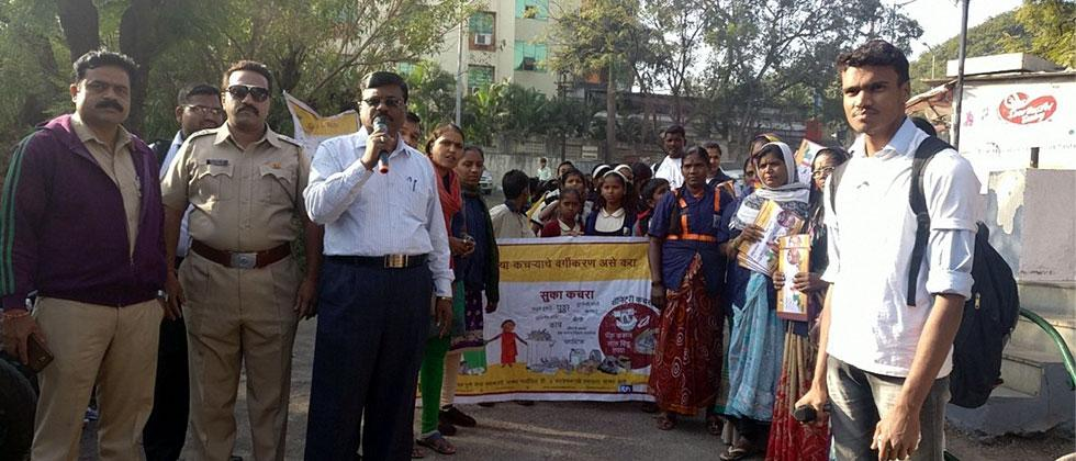PMC and SWaCH conduct garbage collection drive at Gosavi Vasti