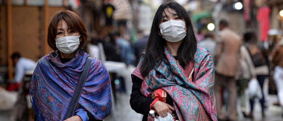Crackdown on traders selling unpacked masks, sanitisers