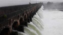 Pune: British era Bhatghar dam in Bhor tehsil fills 100 per cent, excess water being discharged into Nira river
