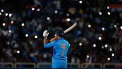 MS Dhoni retirement: Here's how cricketers, politicians, Bollywood celebrities react