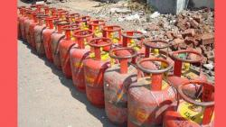 Rahul takes dig at BJP over cooking gas price hike, calls for a rollback