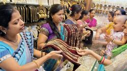 Sales of gold in city surge on Akshaya Tritiya