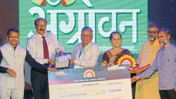 Subhash Sharma wins Smart Farmer of Maharashtra award