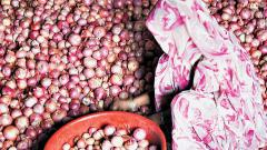 Prices Of Onions Breach Rs 100-mark In Retail Market