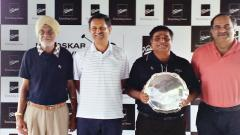 Raj Datta (second from right) with the Kirloskar golf Salver, which he won at the Poona Club Golf course on Saturday. Also seen (from left) Golf Captain Narotam Chowdhary, Atul Kirloskar, Executive Chairman of Kirloskar Oil Engines Limited, and Rahul Kirl