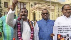 RJD MLA reaches Bihar Assembly wearing garland of onions