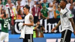 Germany's midfielder Mesut Ozil and defender Jerome Boateng leave the pitch at the end of the Russia 2018 World Cup Group F football match between Germany and Mexico at the Luzhniki Stadium. Yuri Cortez/AFP