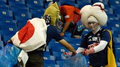 Japan supporters collect rubbish after the Russia 2018 World Cup round of 16 football match between Belgium and Japan at the Rostov Arena in Rostov-On-Don on July 2, 2018. Juan Barreto/AFP