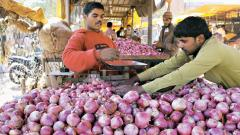 Retail onion prices touch Rs 140/kg mark in some cities
