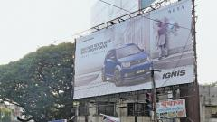 Huge hoardings are seen across the city placed at a height. The recent hoarding collapse incident near Juna Bazaar has alarmed the authorities as well as cautioned the citizens of the danger they pose.