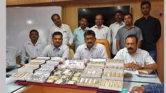 People duped with toy HMT watches, chains in lottery
