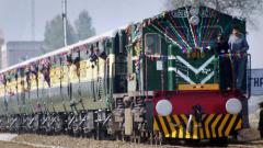 Pak stops Samjhauta Express at Wagah, Indian crew escorts train to Attari