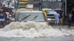 Mumbai crawls after heavy rains; kids swim in puddles on roads