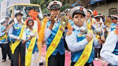 Kids win hearts at immersion procession in city