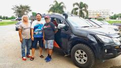 Sanjay Takale (right), with his navigator and crew of Team Phuket with Isuzu DMax.