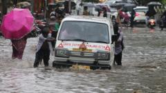 Mumbai gets first spell of heavy rains; traffic affected