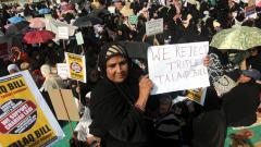 """Muslims women gathered in large numbers at Azad Maidan, Mumbai to protest against the """"Talaq Bill"""" - Muslim Women (Protection of Rights on Marriage)  Bill, 2017 which currently pending in the Rajya Sabha. Photo/Prashant Sawant"""