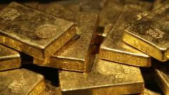 Gold prices zoom Rs 930 on firm global cues