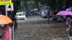 Heavy overnight rains lashed Mumbai and districts in the Mumbai Metropolitan Region, seriously disrupting road and rail traffic
