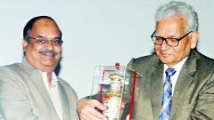 Dr. C P Ramanarayan, DG (Aero Systems)DRDO,who was the chief guest of the inaugural function of PLMSS-2017 is being felicitated by Dr S PAL (right)