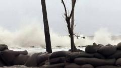 Cyclone 'Maha' spares Gujarat, showers likely for next two days