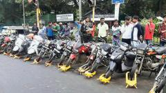 During the special drive to control traffic violations across the city, 25 traffic violators were fined by the sleuths of Shivajinagar Traffic Police Division at Shimla Office Chowk.
