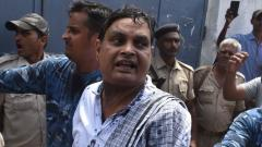 File pic shows Indian police officials escort Brajesh Thakur (C), accused of the Muzzaffarpur Shelter home scandal, in a court in Muzzaffarpur in Bihar on Wednesday
